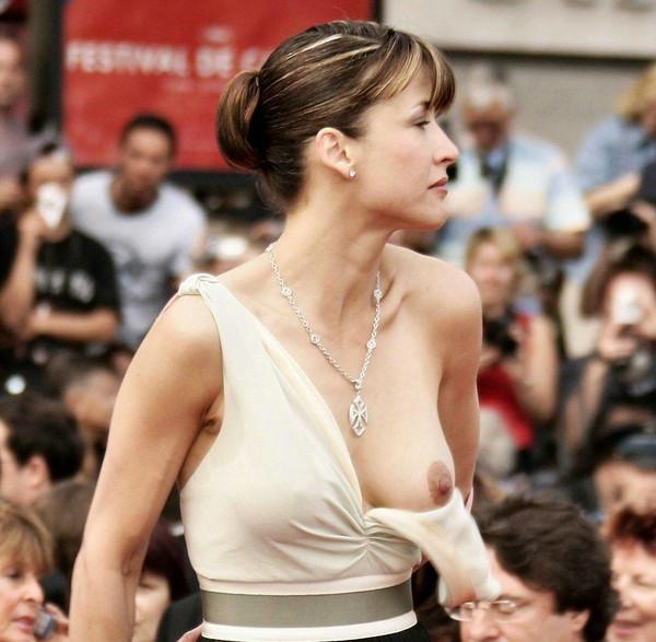 【ポロリ画像】外人さんの素人とハリウッド女優のおっぱいポロリを見比べてみよう!! 01