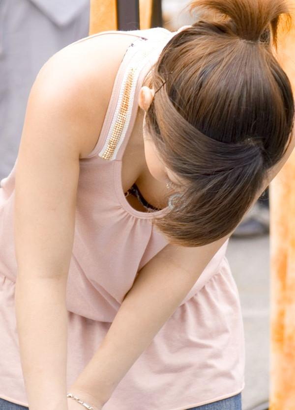 【夏のハプニング画像】夏の女性達のフット気が緩むハプニング画像を集めてみましたwww 03