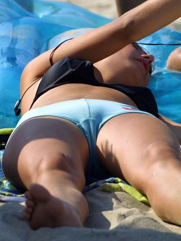 【水着エロ画像】とある夏の海辺のハプニング祭り画像ww 19