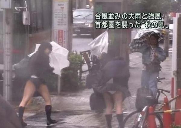 【地上波エロ画像】地上波放送で映ってしまったハプニング&放送事故が起きた結果w 09