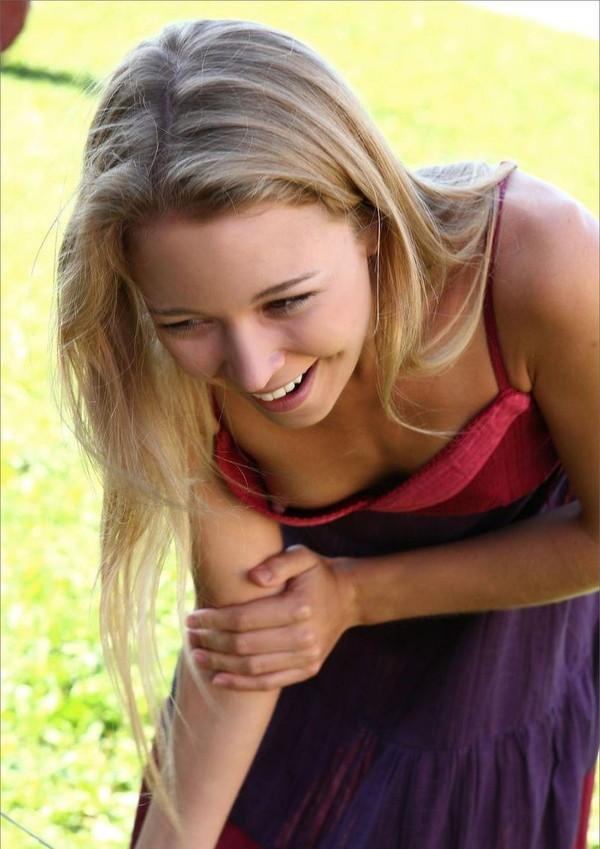 【女性エロ画像】世界中の女性達のおっぱいハプニングを探してみた結果ww 06