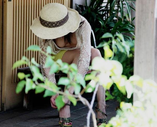 【女性エロ画像】世界中の女性達のおっぱいハプニングを探してみた結果ww 10