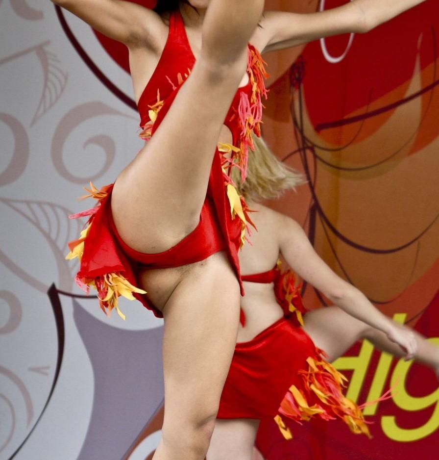 трусы под юбкой у танцовщиц красивые русские студентки