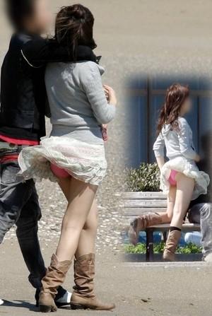 【パンチラ画像】若い女の子が風のハプニングでパンチラになる画像を集めた結果ww 13