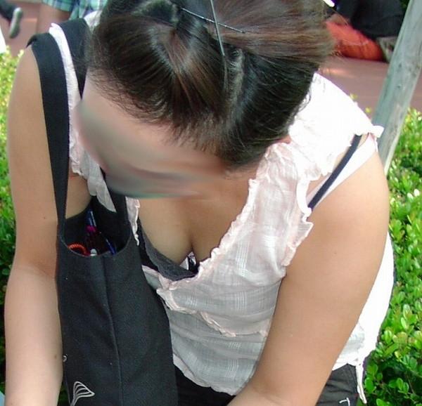 【エロ画像】ハプニングだらけの胸チラ祭り・いろんなおっぱい大集合編ww 01