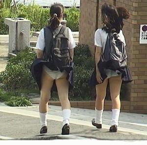 【エロ画像】女の子たちの楽しい&恥ずかしいハプニング画像集めてみましたWW 07