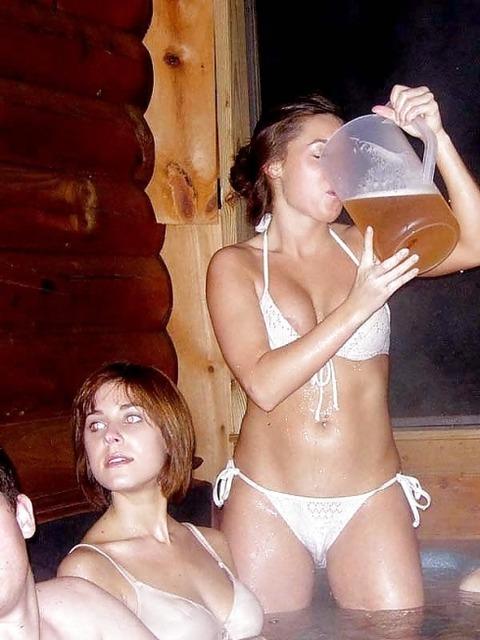 【エロ画像】女性が水着を着て起こすハプニングはなぜエロいのかを知りたくて探した結果を集めてみました 14