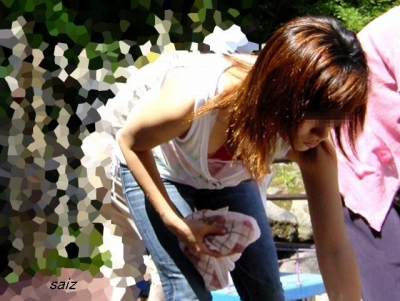【エロ画像】女の子たちのエロ谷間といおっぱいハプニング画像集めてみましたww 17