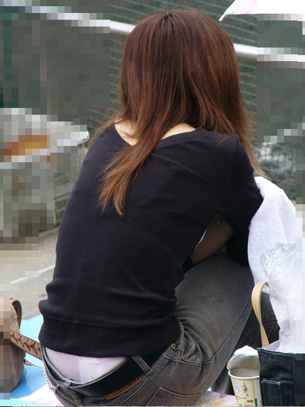 【エロ画像】女性が起こすパンチラハプニングはなぜエロいのかを知りたくて探した結果を集めてみました 05