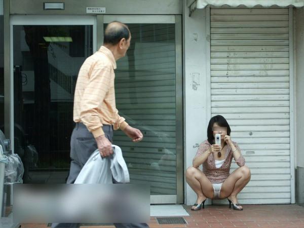 【お尻エロ画像】ハプニングは胸チラもいいですがパンチラも最高ですww 10