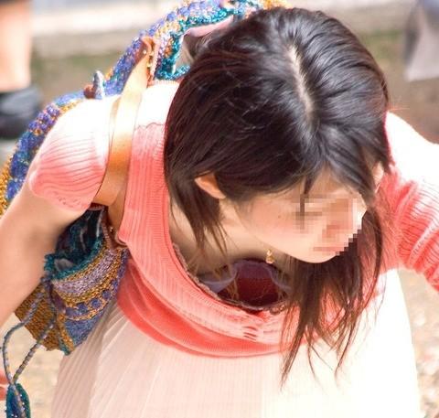 【エロ画像】女の子たちの楽しい&恥ずかしいおっぱいポロリ乳首チラハプニング画像集めてみましたWW【夏」 10