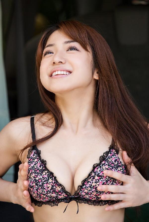 【エロ画像】たくさんのおっぱいポロリ&胸ちら画像を集めてみましたww 10