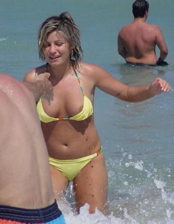 【ポロリ画像】どんだけ見ても見飽きないおっぱいポロリの楽しいハプニング画像集めてみました 03