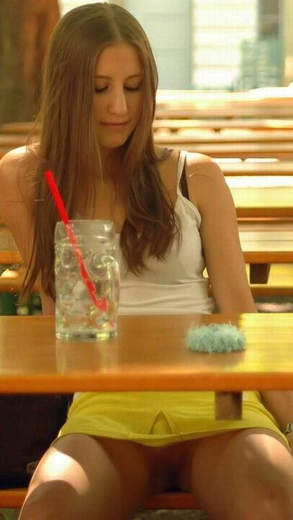【ハプニング画像】ノーパン女と酔っ払い女の違いがそんなに変わらない画像を集めてみましたw 01