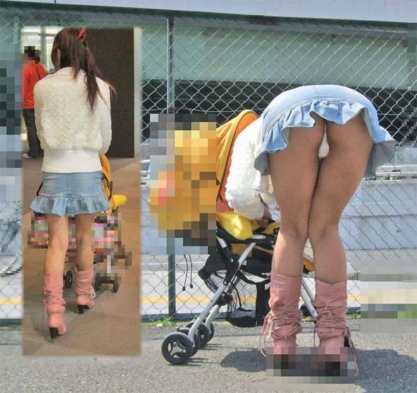 【パンチラ画像】街中でミニスカート歩いている女の子が前屈みになった結果w 09