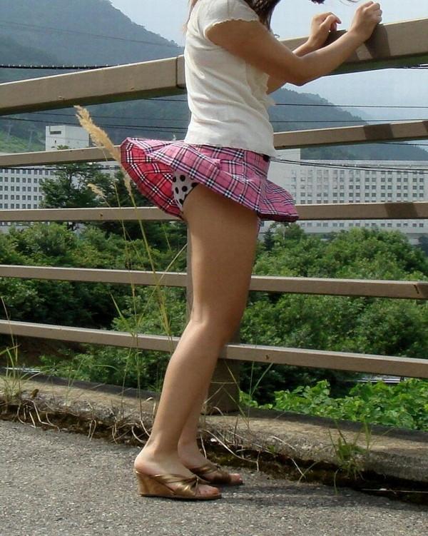 【パンチラ画像】女の子達のさわやかなパンチラハプニング画像を集めてみましたw 03