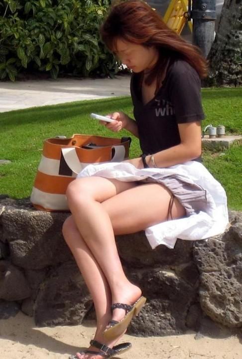 【パンチラ画像】女の子達のさわやかなパンチラハプニング画像を集めてみましたw 14