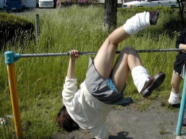 【スケスケ画像】スッケスケ女の子&鉄棒パンチラ女の子の画像を集めましたww 11