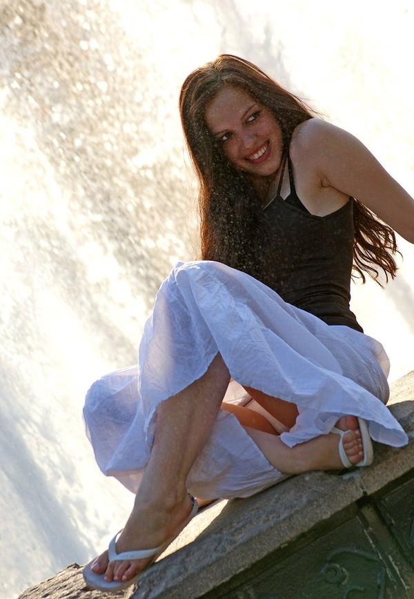 【パンチラ画像】男性たちが喜ぶハプニングそれは女の子たちのパンチラだ!!ww 01