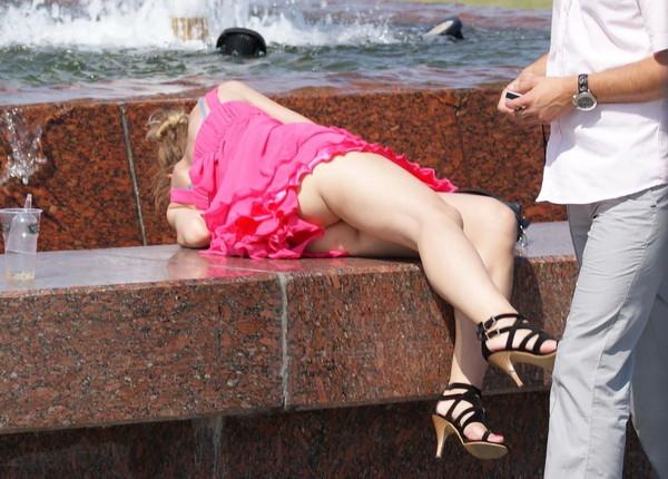 【パンチラ画像】男性たちが喜ぶハプニングそれは女の子たちのパンチラだ!!ww 04