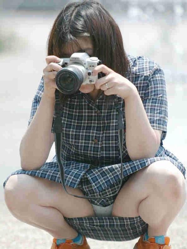 【パンチラ画像】男性たちが喜ぶハプニングそれは女の子たちのパンチラだ!!ww 16