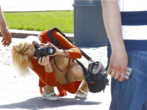 【パンチラ画像】男性たちが喜ぶハプニングそれは女の子たちのパンチラだ!!ww 19