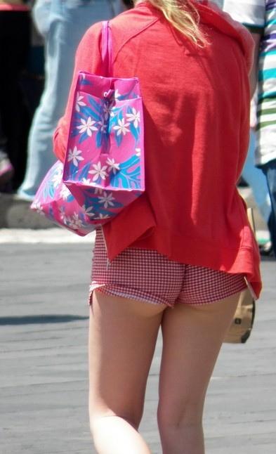 【ハプニング画像】真夏の女の子達のファッションスタイルはやっぱりこれですねww 10