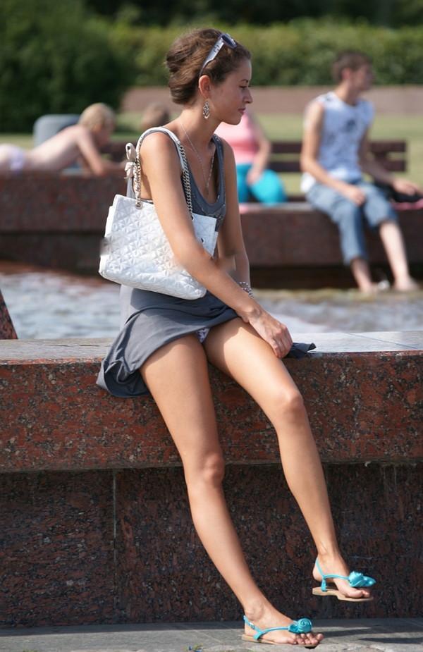 【パンチラ画像】海外の女の子たちのパンチラ&スケスケハプニング画像を集めてみましたw 06