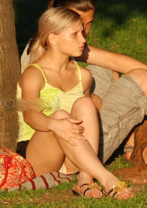 【パンチラ画像】世界中のビッチでヘンタイそうな女の子のハプニング画像を集めてみました 11