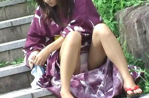 【ハプニング画像】夏の風物詩のパンチラハプニング画像を集めてみましたww 13