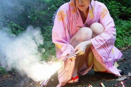 【ハプニング画像】夏の風物詩のパンチラハプニング画像を集めてみましたww 16