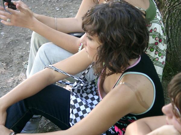 【ハプニング画像】パイチラ、パイチラ、乳首チラ!世界中のおっぱい女子を集めてみましたww