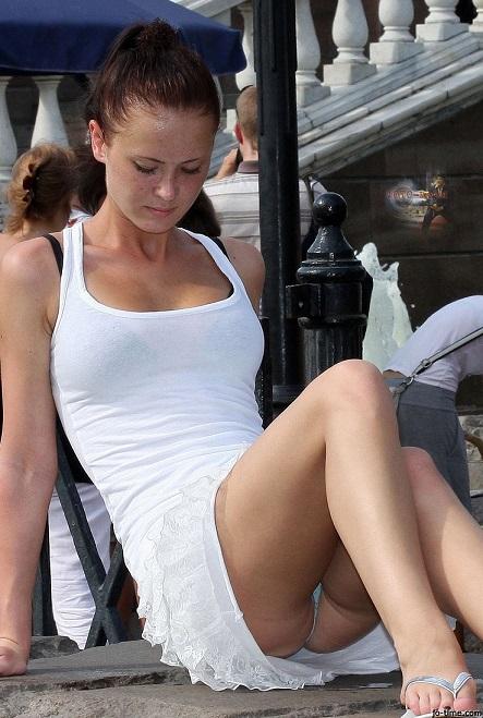 【ハプニング画像】外国人達の夏服がエロくてセクシーな画像を集めてみましたww 07