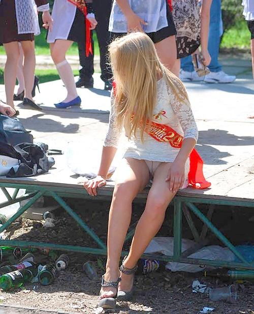 【ハプニング画像】外国人達の夏服がエロくてセクシーな画像を集めてみましたww 16