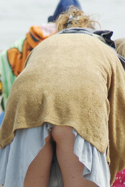 【ハプニング画像】世界中の女の子たちがどうしてもエロく見えてしまう画像を集めてみましたww 15