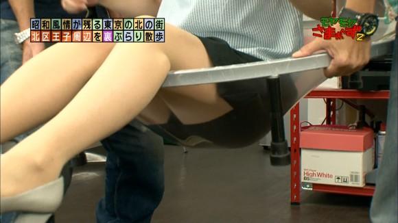 【放送事故画像】なぜテレビに出ている女の子達はみんなスカートが短いのか気になる画像を集めてみましたww 11