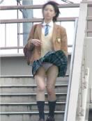 【パンチラ画像】ありがとう!神風!奇跡の一瞬、それはふわっとスカートが自然の力でめくれ上がりスカートの中が見えた瞬間ww 01