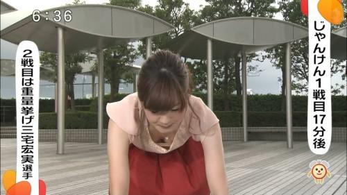 【放送事故画像】胸元が開いた服を着て前かがみになったらどぉなるでしょうか? 06