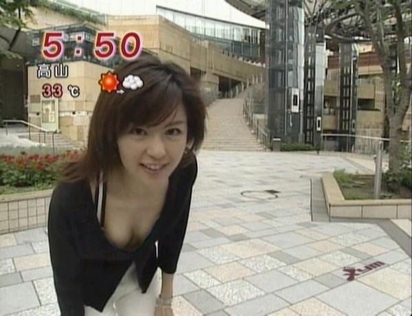 【放送事故画像】胸元が開いた服を着て前かがみになったらどぉなるでしょうか? 12