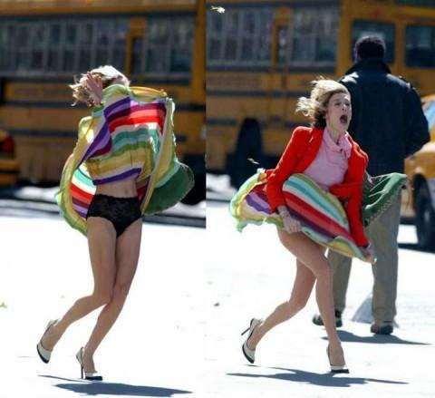 【ハプニング画像】風で煽られたスカート、前抑えてもお尻丸見えだよww 03