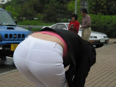 【透け画像】ちょっと待て~い!その服、そのズボン透けて下着見えてません?w