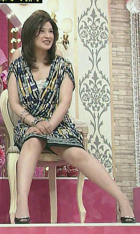 【放送事故画像】テレビで映ってる有名人のパンツが見たい人集合!! 06