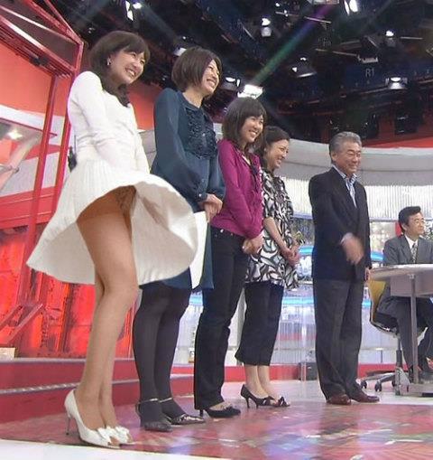 【放送事故画像】テレビで映ってる有名人のパンツが見たい人集合!! 12