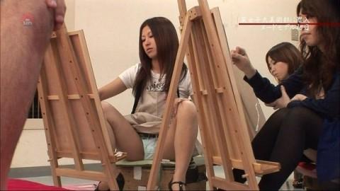 【放送事故画像】カメラの前で股を広げる女達の股の隙間が気になる! 12