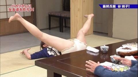 【放送事故画像】カメラの前で股を広げる女達の股の隙間が気になる! 17