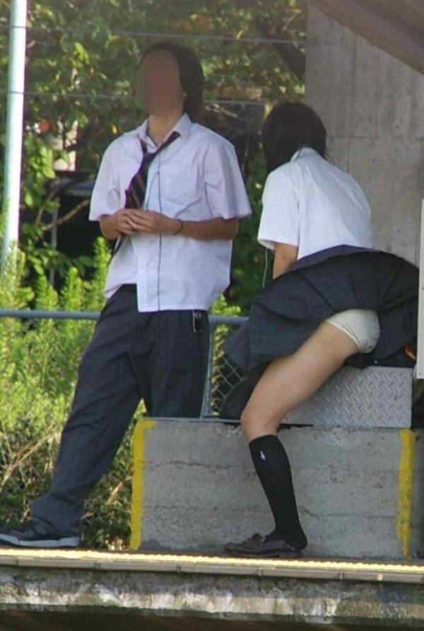 【ハプニング画像】待ちわびた瞬間が遂に来た時、スカートの中身が露わとなるw 04