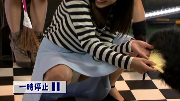 【放送事故画像】お姉ちゃんパンツ見えてる~wテレビにはっきり映ったパンチラ画像!