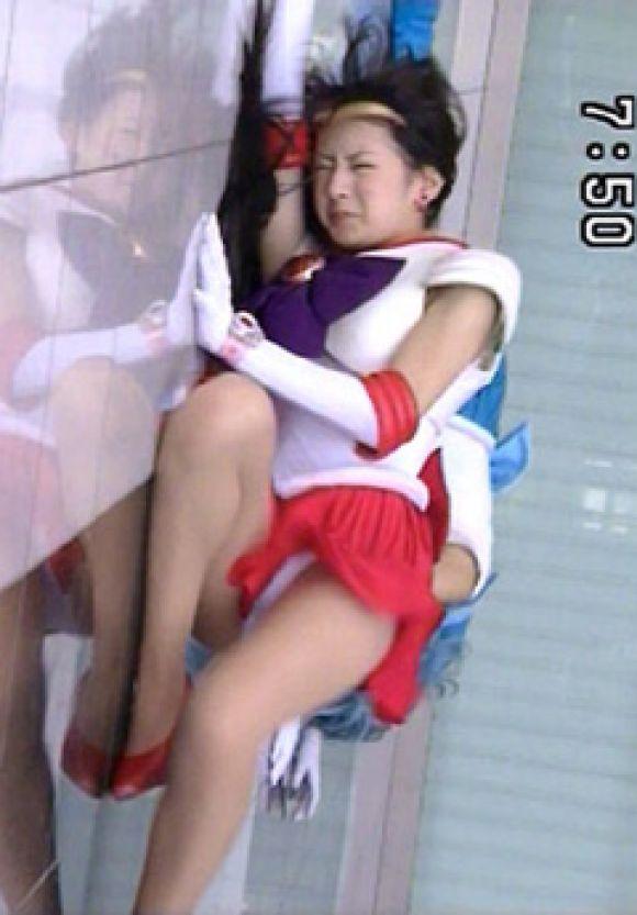 【放送事故画像】テレビに映ったパンツや見えてそうな際どい画像! 07