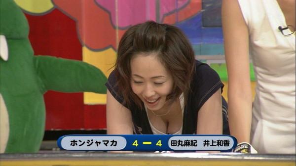【放送事故画像】あわや乳首まで映るんじゃねえかてくらいオッパイ出てるやん!