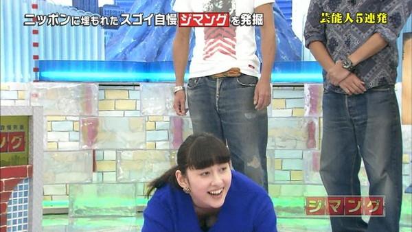 【放送事故画像】あわや乳首まで映るんじゃねえかてくらいオッパイ出てるやん! 12